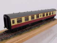 R4846 BR Mk1 Corridor 2nd Class  M 25633 in Crimson and Cream